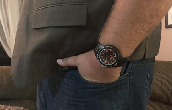 konifer hand in pocket