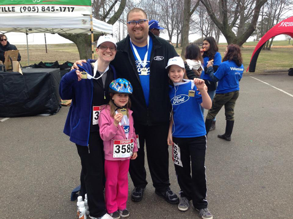 24-family-jdrf-run-shoes-together